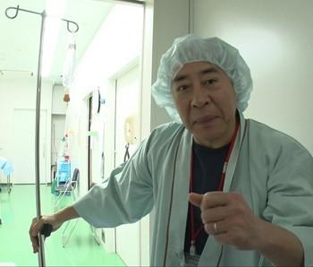 白内障の手術を受けたタレントのモト冬樹.jpg